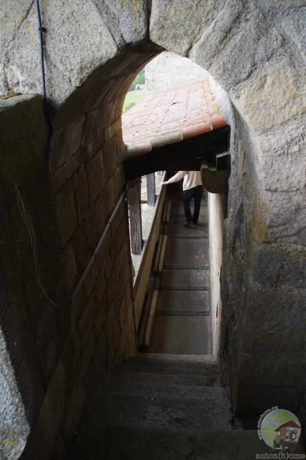 Le chemin de ronde de l'abbaye de la Chaise-Dieu